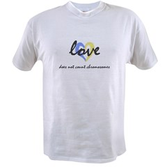 """Love does not count chromosomes"" Ash Grey Value T-shirt"